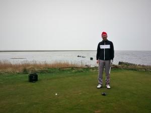 Nöjd Jocke redo på 17:nde tee på Falsterbo.